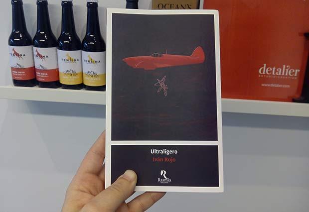"""Portada de Detalier para el libro """"Ultraligero"""" de Iván Rojo, publicado por Rasmia Ediciones"""