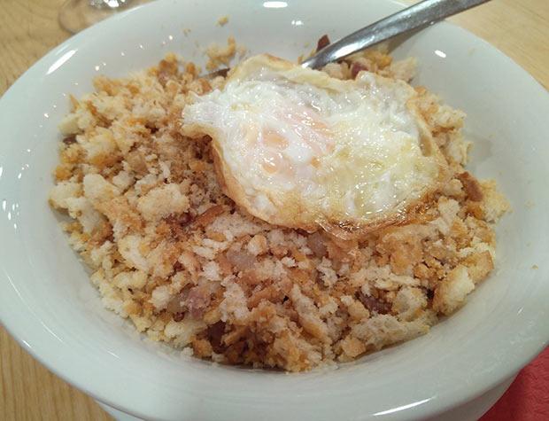 Migas con huevo en La Miguería