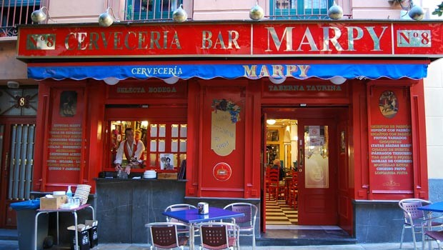bar de tapas en la plaza santa marta