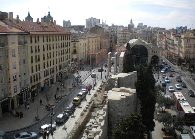 Vista de las Murallas Romanas y del Mercado Central