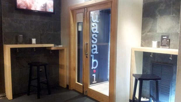 Mesas altas del Restaurante Usabi