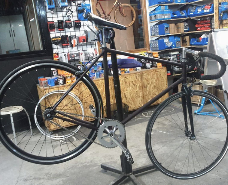 taller de reparacion de bicicletas en la cicleria