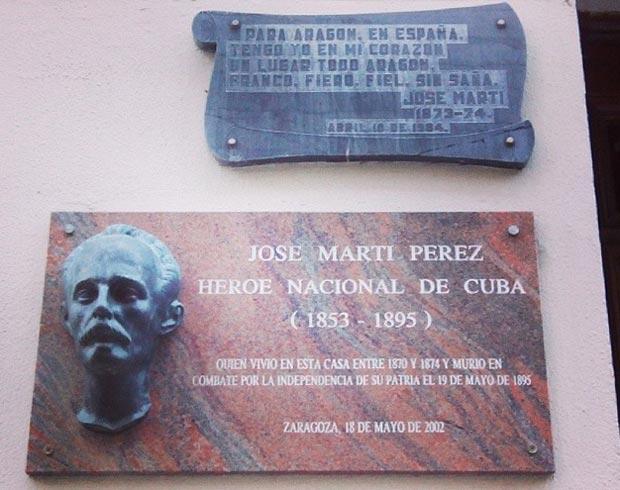Una placa en el número 13 de la calle Manifestación (conocida en el tiempo de José Martí como calle Platerías) de Zaragoza recuerda donde vivió