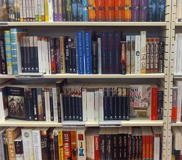 Libros en inglés en el FNAC Plaza España