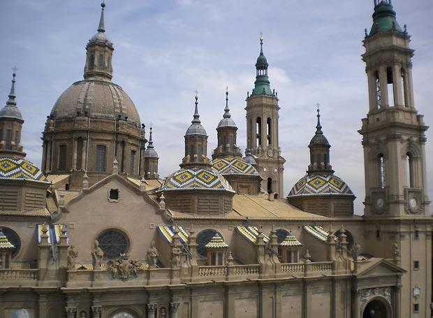 Fachada de la Basilica del Pilar