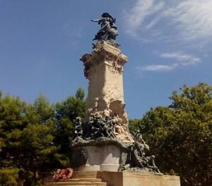 Vista del Monumento de los Sitios desde la Plaza