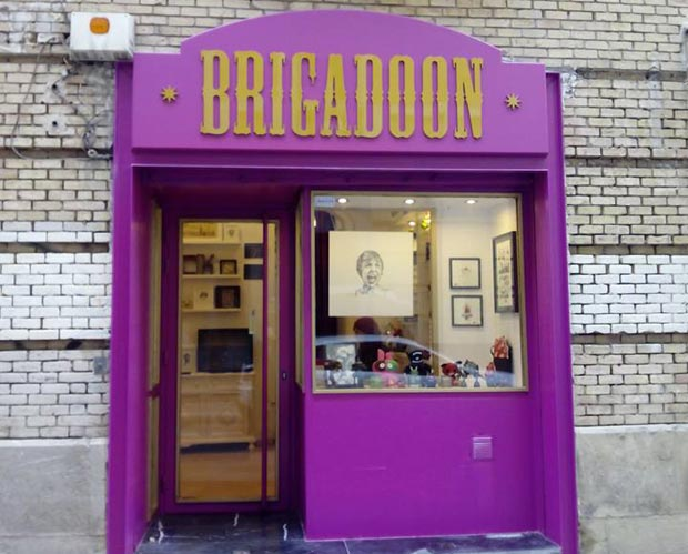 Brigadoon Independent Gift Shop, Fachada