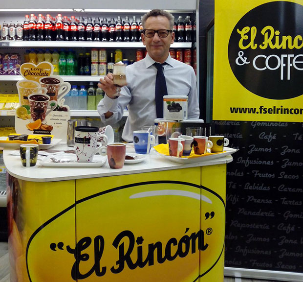 Probando los nuevos cafes y chocolates de Frutos Secos El Rincón, en El Rincón & Coffee (Cesario Alierta 17) #zaragoza