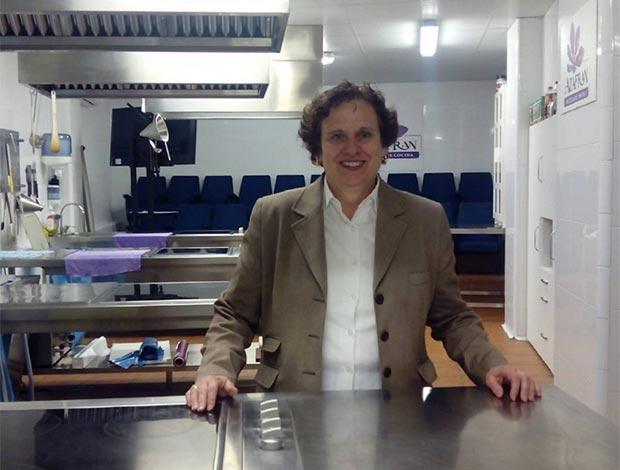 Hoy hemos estado con Eva Sevil Planas, responsable de la Escuela de Cocina Azafrán (San Antonio Abad 21, Las Delicias) para que nos hablara sobre sus cursos de cocina de vanguardia, de autor y de tapas dirigidos a profesionales y aficionados