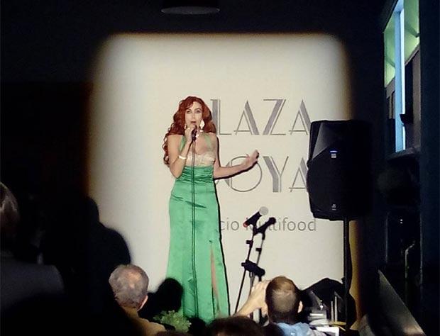 Concierto de la cantante Salma en la inauguración del espacio gastronómico Plaza Goya