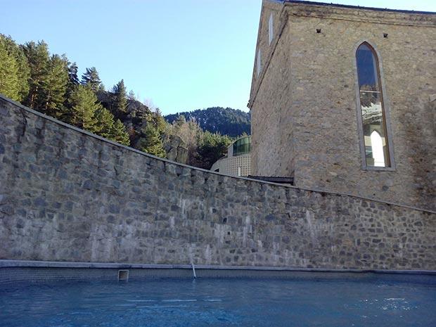 En la piscina exterior del Balneario de Panticosa