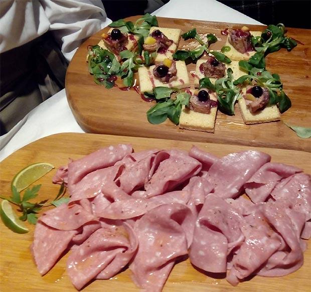 ¡Mmmm!, foie con frutas del bosque y mortadela siciliana