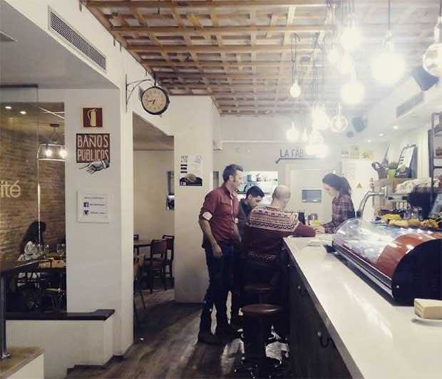 """La especialidad de Le @petitcomite_zaragoza (calle Hernando de Aragon 1) son las hamburguesas, bocadillos y entrantes """"gourmet"""", elaborados con productos de primera calidad."""