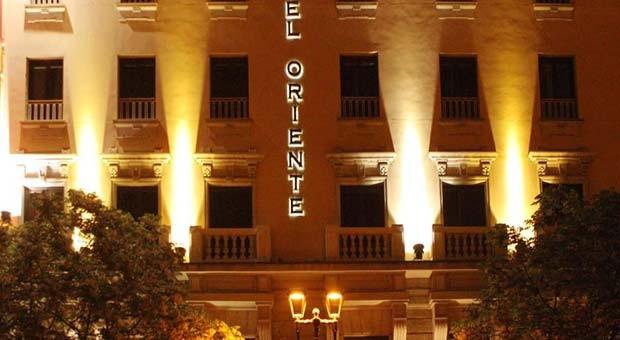 Hotel Oriente de Noche