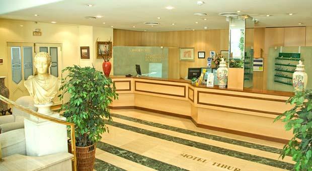 Hotel Tibur, Recepción