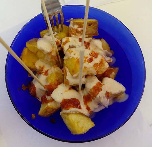 Patatas Bravas en la Cafeteria Faustino