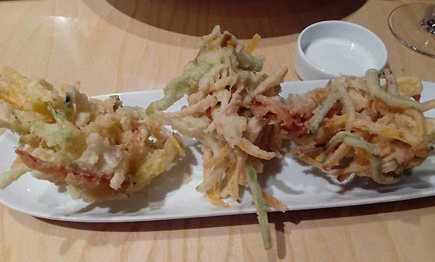 Kakeague en Uasabi zaragoza: verduras cortadas en juliana rebozadas en tempura y salsa tsuyu