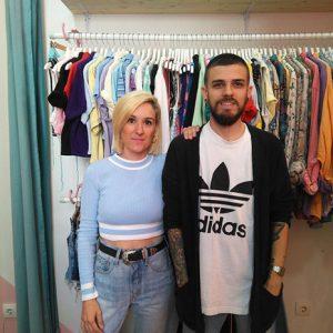 Patri Castiñeira y JC Ochoa, los propietarios de Blue Velvet Vintage Clothing