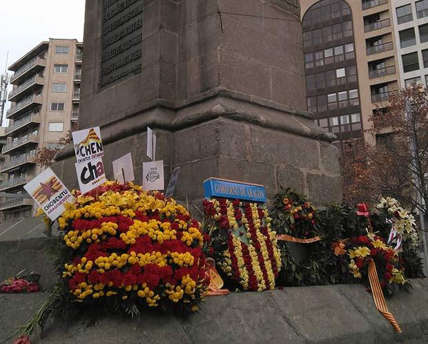 Coronas de flores conmemorando el aniversario de la ejecución del Justicia de Aragón