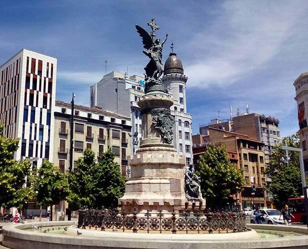 El Coso y la Plaza de España