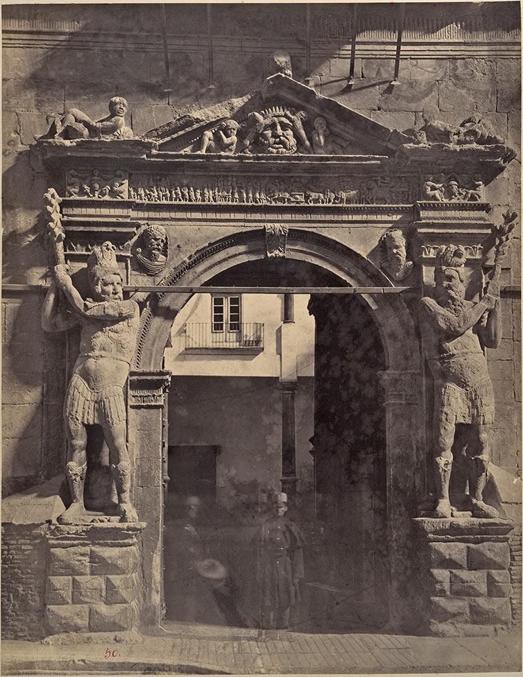 Porta de los Gigantes, Zaragoza, 1860. Charles Clifford