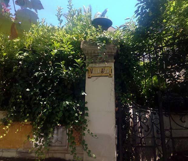 Fachada del hotel de la familia Ostalé, conocido como Villa Alta