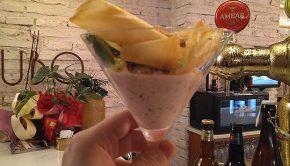 Ceviche bonaerense de langostinos, corvina y lubina con chips de yuca frita en el Meli del Tubo