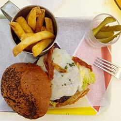 Hamburguesa de la Cafeteria Faustino de Zaragoza
