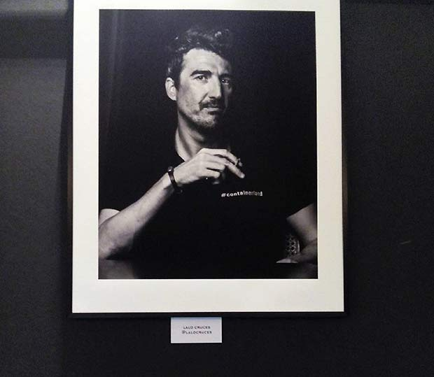 Retrato de @crucesestudio en la exposición #MiradasIntimas de Enrique Fantova