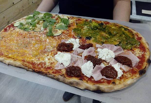Pizzas de gambas calabacín rucola, york ricotta tomate seco, pesto gorgonzola y crema de calabaza en el restaurante Clan Destino