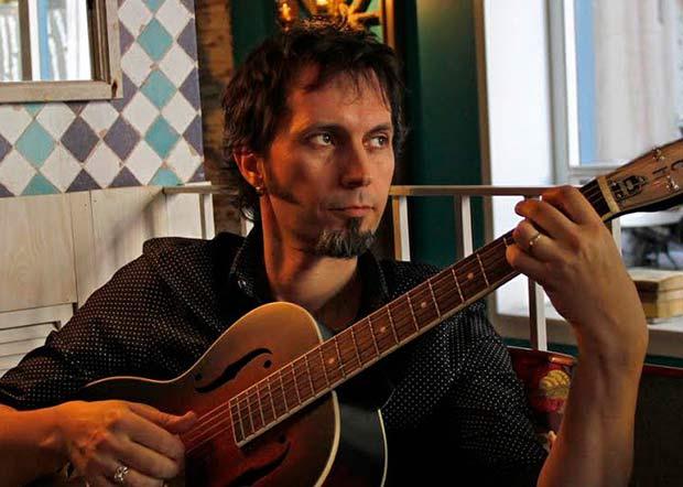 Entrevista al cantante, compositor y productor musical David Angulo