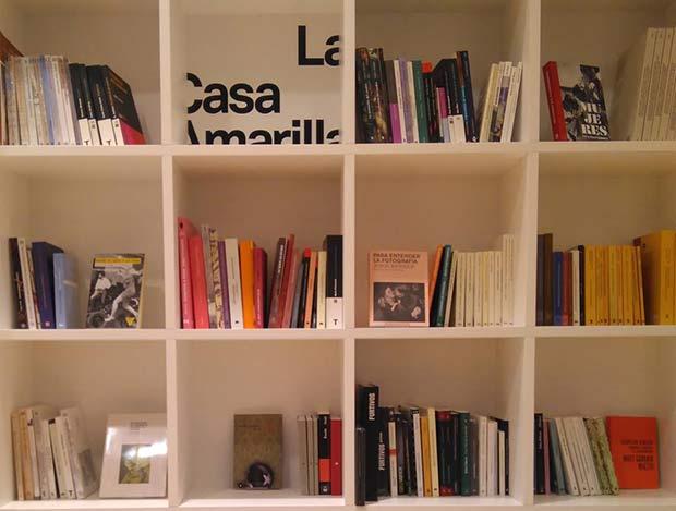 nace la galería de arte y librería dedicada al ensayo La Casa Amarilla