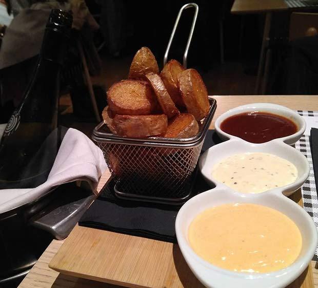 Patatas a las tres salsas