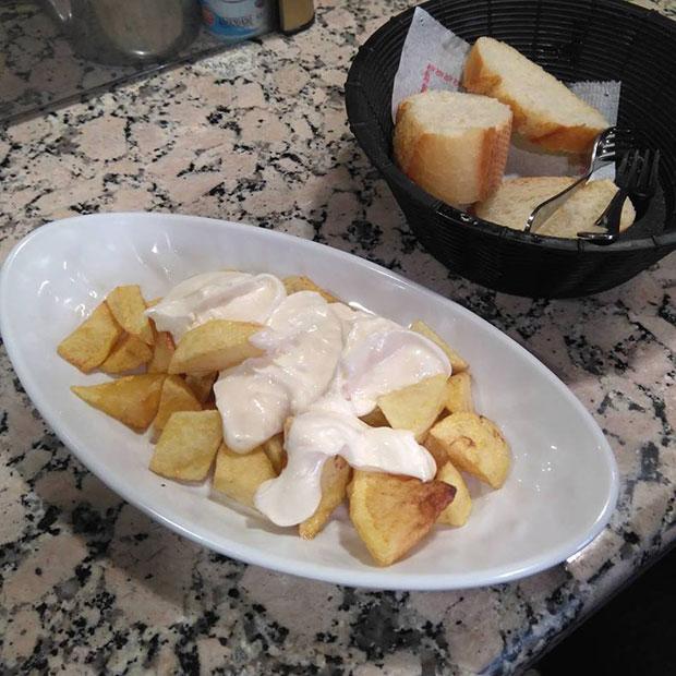 Patatas Bravas en el Bar Dumbo