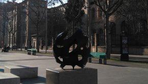 Escultura 'La ola y el monstruo' en la Gran Vía