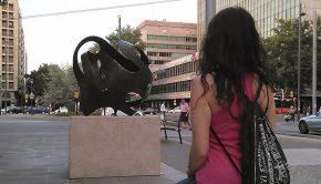 Escultura 'La ola y el monstruo'