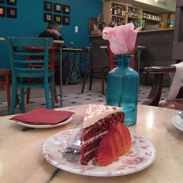 Tarta Red Velvet en la cafetería Marianela