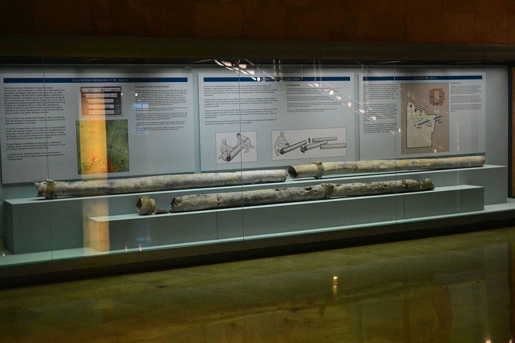 Tuberias romanas de plomo para la conducción de agua a una fuente del foro de Caesaraugusta