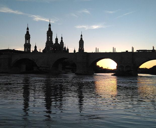 El Pilar y el Puente de Piedra de Noche