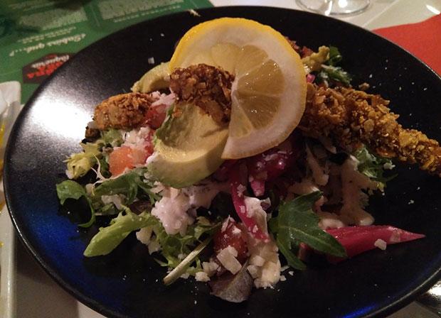 Ensalada César con un Toque Mexicano en Restaurante Taquería La Quebradora