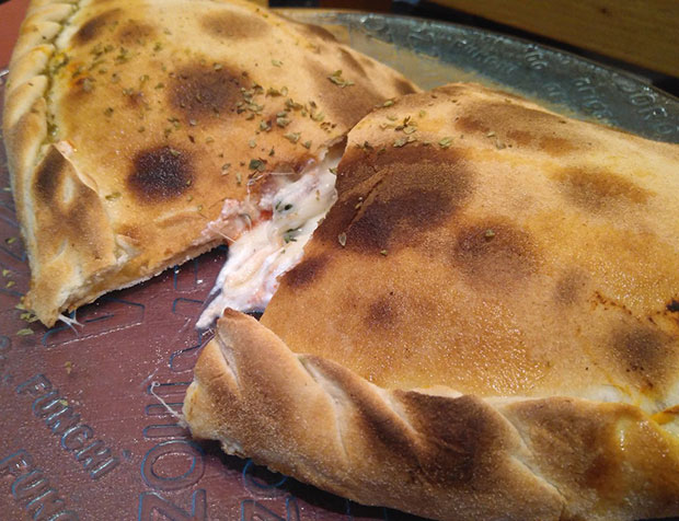 Calzone Speciale en Pizzería Pomodoro