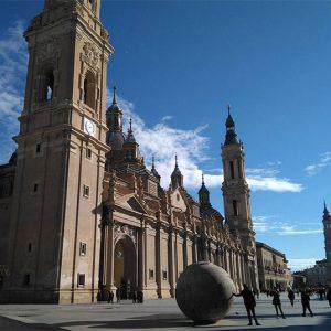 Vista del la Basílica del Pilar desde la plaza homónima