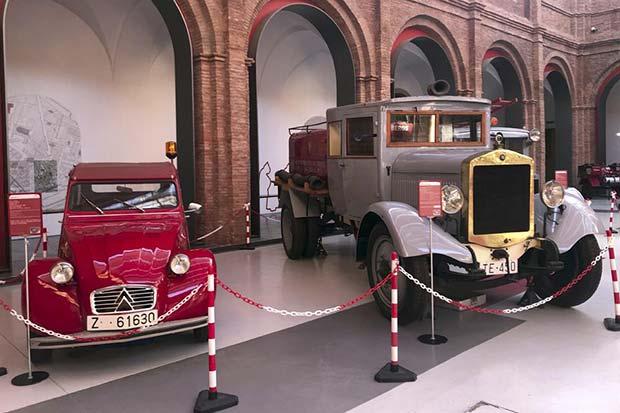 Vehículos históricos en el Museo del Fuego y de los Bomberos