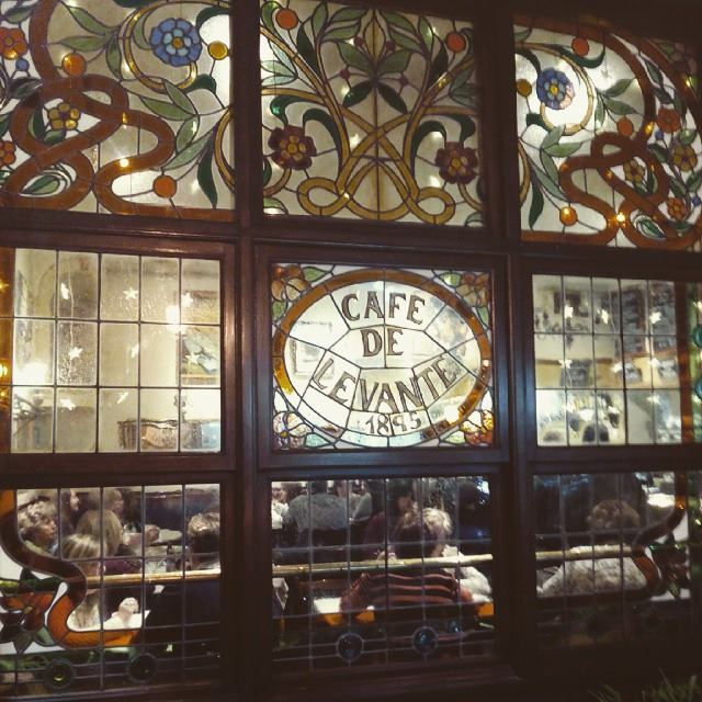 Vidriera modernista del Café Levante
