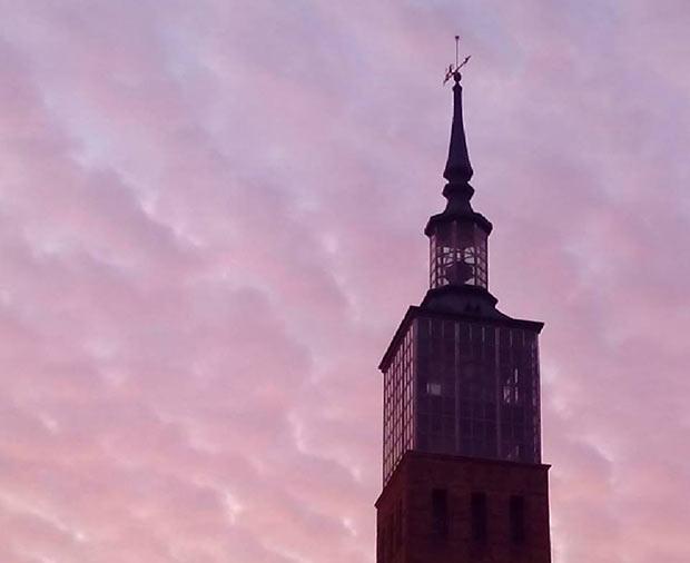 La torre-faro de la Cámara de Comercio de Zaragoza es de clara evocación neomudéjar