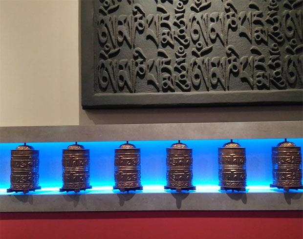 Molinillos de Oraciones en el Café del Tibet