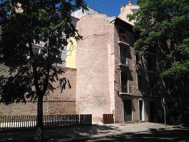 Casas adosadas al antiguo lienzo de la muralla medieval