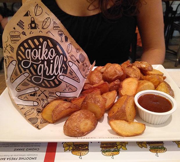 Las patatas del Goiko Grill: cilindros de tubérculo doraditos y crujientes por fuera, con un interior suavizado con una salsa suave pero sabrosa