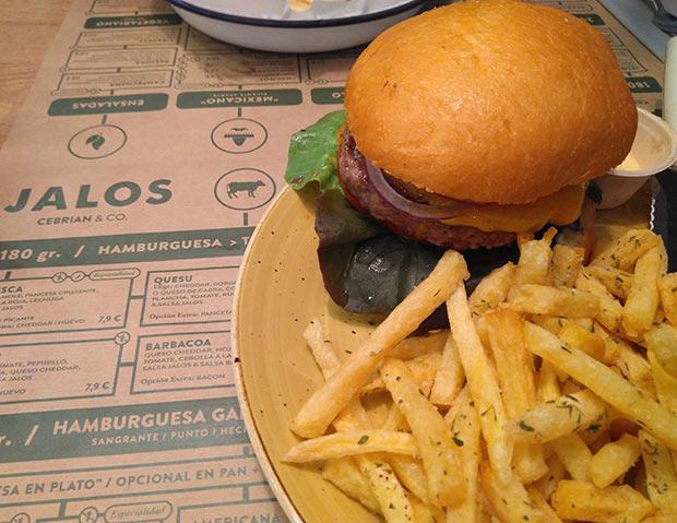 Hamburguesa en el Restaurante Jalos de Zaragoza