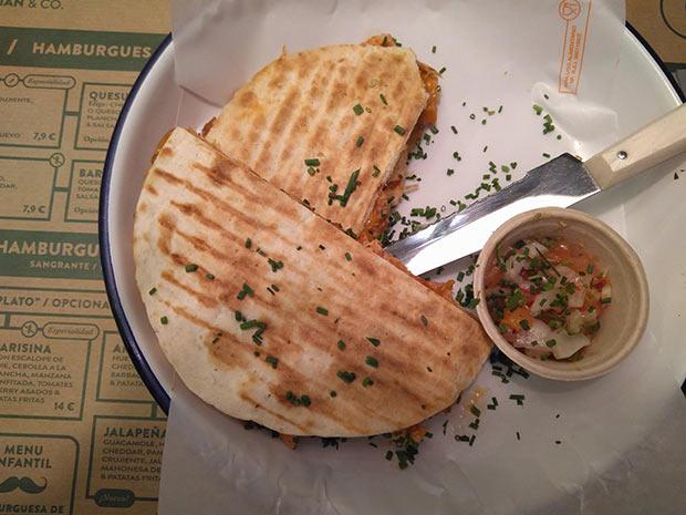 """Quesadillas """"pollo loco"""" en el Restaurante Jalos"""